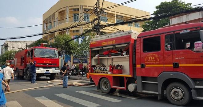 Cháy trong hẻm sâu ở Sài Gòn, dân hốt hoảng tháo chạy