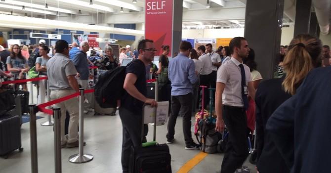 """Hệ thống máy tính của Delta Airlines """"chết"""" trên toàn cầu"""