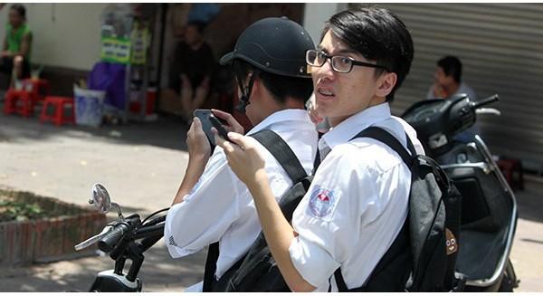 Hà Nội: Nhiều người bị xử phạt vì chơi Pokemon Go