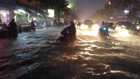 Sài Gòn ngập nặng, giao thông rối loạn