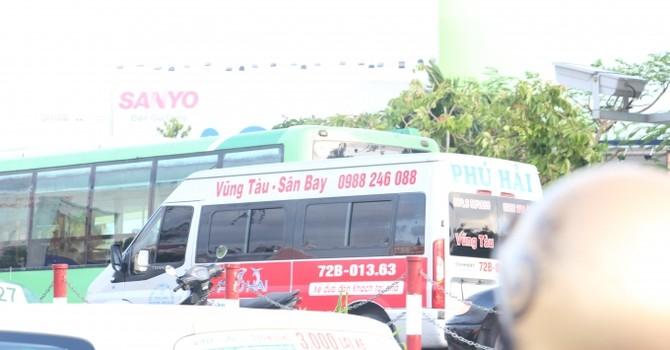 """Xe khách Vũng Tàu – Sân Bay """"bủa vây"""" Tân Sơn Nhất"""