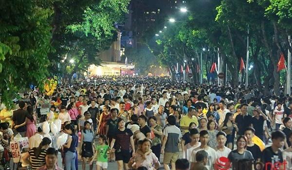 """PGS Nguyễn Văn Hùng: """"Tổ chức 16 phố đi bộ quanh Hồ Gươm là quá nhiều!"""""""