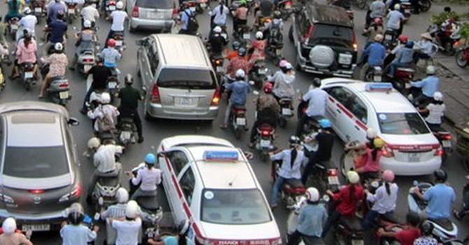 """""""Hà Nội chưa thể cấm xe máy 10 năm tới"""""""