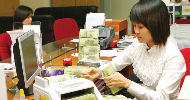Ngân hàng nói thừa tiền nhưng vì sao vẫn cạnh tranh huy động?