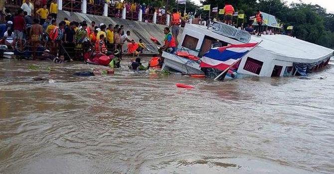 Thái Lan: Lật tàu chở 150 người