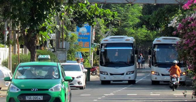 """Dùng sân bay Nha Trang """"giải cứu""""đường ùn tắc"""