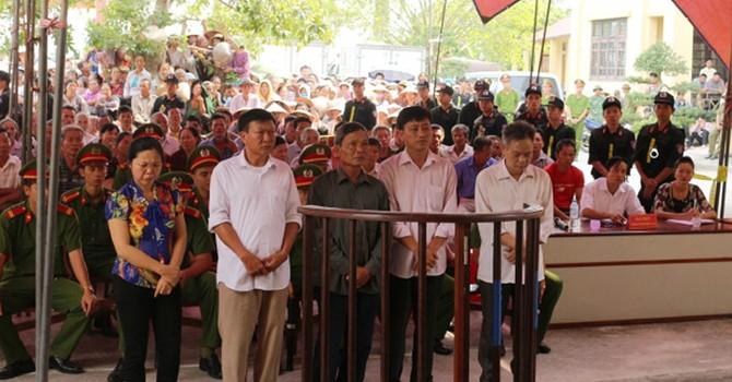 Hà Nam: Bán đất trái thẩm quyền, 4 quan xã và 1 quan huyện nhận án tù