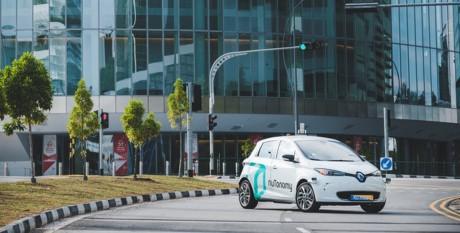 Cho phép gọi xe tự lái bằng smartphone, Grab củng cố quyết tâm đánh bại Uber