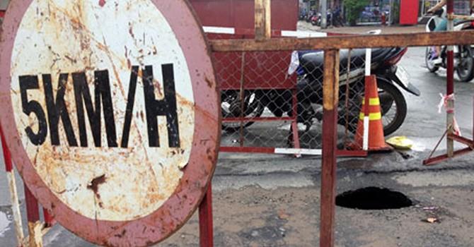 """TP HCM: Xuất hiện """"hố tử thần"""" ở khu vực chợ Thủ Đức"""