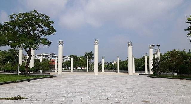 """Ai cho phép Công ty Văn Phú """"biến"""" đất công viên cây xanh thành… nhà hàng?"""