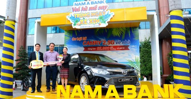 """Nam A Bank trao """"xe xịn"""" cho khách hàng trúng thưởng"""
