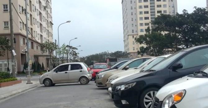 Địa ốc 24h: Nhà ở cho người thu nhập thấp nhưng ô tô đậu kín lề đường