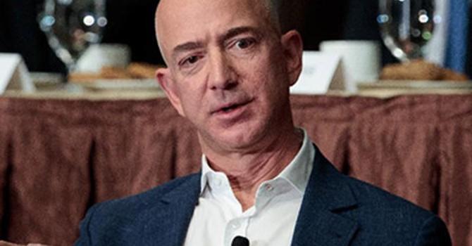 """Tài sản của ông chủ Amazon """"bốc hơi"""" 3,2 tỷ USD chỉ trong 1 giờ"""