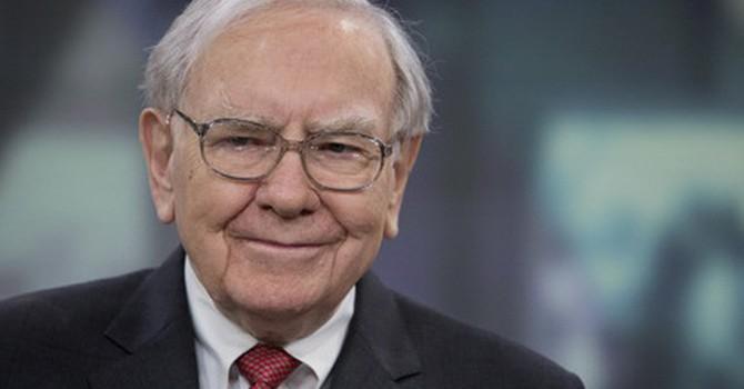 Lợi nhuận tập đoàn của tỷ phú Warren Buffett giảm sâu