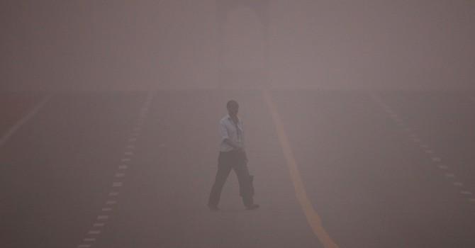 Ô nhiễm không khí kỷ lục, dân Ấn Độ phải chạy xe cách ngày