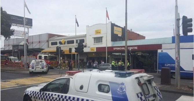 Một người đốt ngân hàng ở Úc, 21 người bị thương