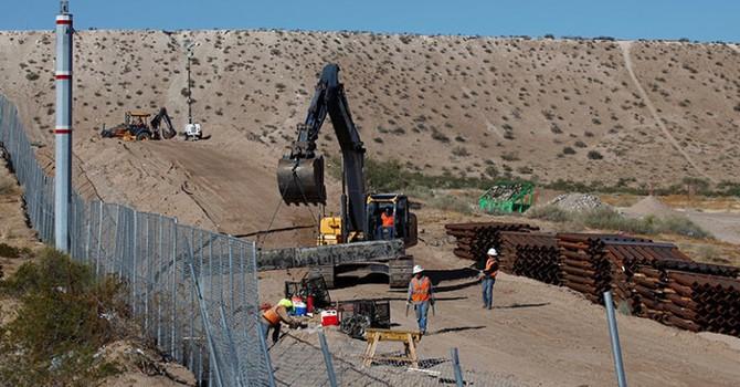 Công ty Mexico muốn giúp ông Trump xây bức tường ngăn biên giới