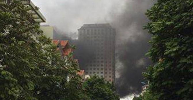 Cháy lớn ở khu đô thị Xa La Hà Nội, khói đen bốc cao cả chục mét