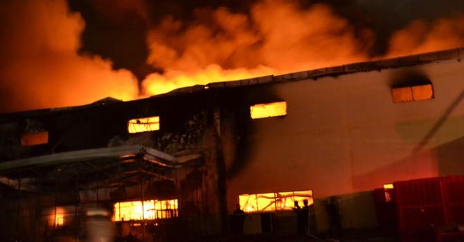 Đồng Nai: Cháy lớn trong khu công nghiệp Long Bình giữa đêm