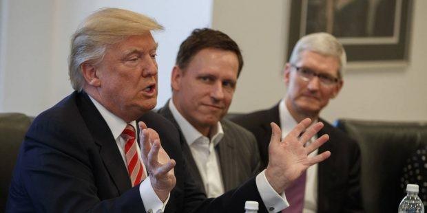 """""""Cánh tay phải"""" của Donald Trump: Triều đại Apple đã kết thúc!"""