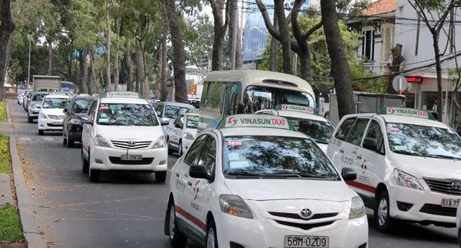 Cuộc chiến taxi: Vinasun tuyên bố kiện Uber, Grab tới cùng