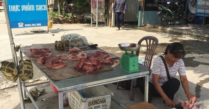 """Chiến dịch """"giải cứu lợn"""": Xuất không được, dân tự mổ lợn đi bán vẫn """"ế sưng"""""""