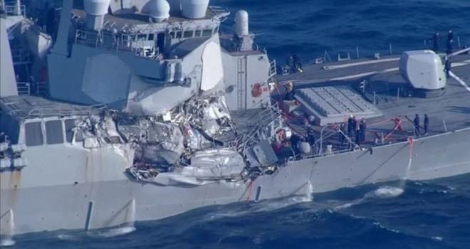 Khu trục hạm Mỹ va chạm với tàu hàng ngoài khơi Nhật Bản