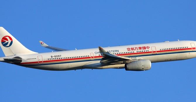 Máy bay Trung Quốc vào vùng nhiễu động, 20 người bị thương