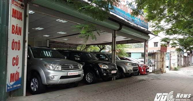 """Chủ cửa hàng ô tô cũ """"thề"""" chỉ buôn xe giá rẻ hoặc siêu xe"""
