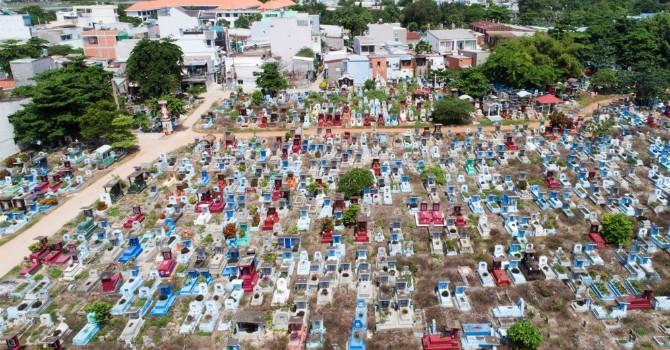 Địa ốc 24h: Nghĩa trang lớn nhất TP.HCM bán đấu giá 15 triệu đồng/m2 đất