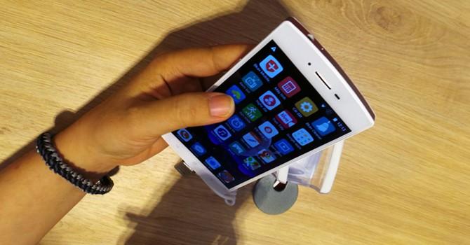 BPhone bắt đầu được giao cho khách hàng