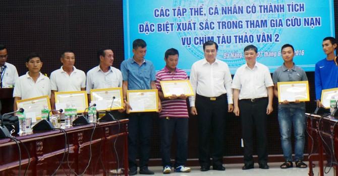 Đà Nẵng: Khen thưởng 5 tập thể và 9 cá nhân cứu người trong vụ tai nạn trên sông Hàn