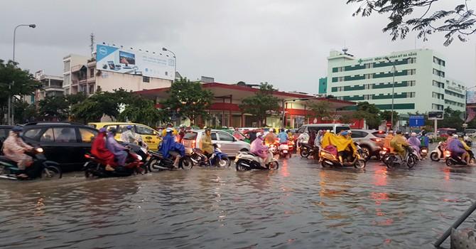 Đà Nẵng: Mưa lớn gây ngập úng nhiều tuyến đường
