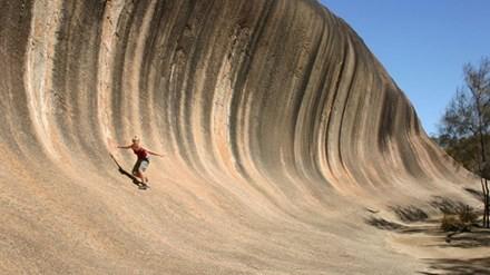Tận thấy những 'ngọn sóng đá' kỳ dị ở Australia