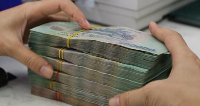 """Tài chính 24h: """"Choáng"""" vì phí phạt gần 250 triệu đồng của ngân hàng"""