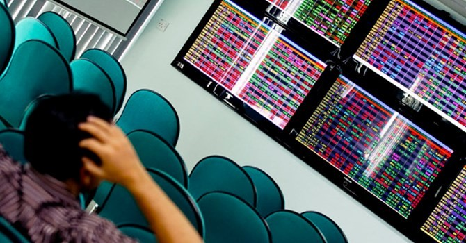 """Thị trường chứng khoán Việt: """"Hết tháng 5 và bắt đầu chơi"""""""