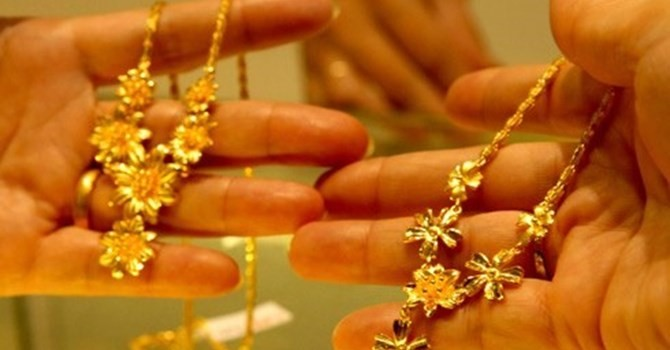 Tài chính 24h: Đổ xô đến chợ Đông Ba bán vàng vì tin đồn