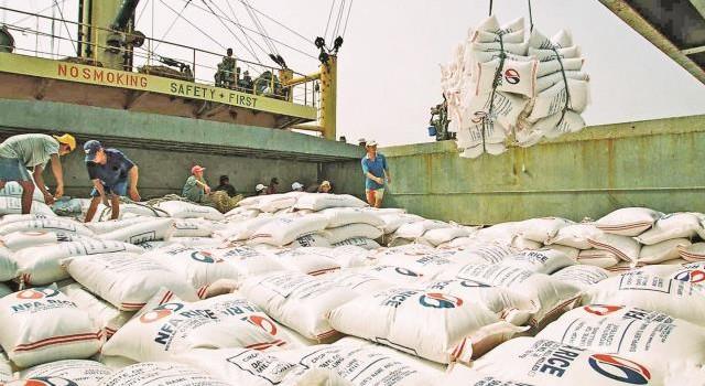 """Xuất khẩu gạo sang Trung Quốc: Đề phòng thủ thuật """"ép giá"""""""