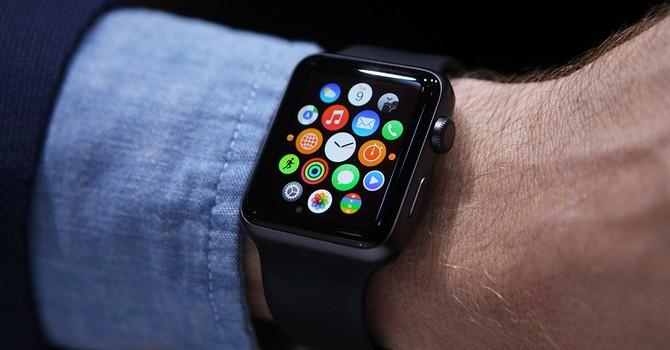 """iPhone 6 thua """"đứt đuôi"""" Apple Watch về chi phí quảng cáo"""