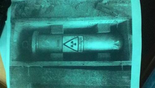 """Phi vụ buôn phóng xạ: Rùng mình ôm """"thần chết"""""""