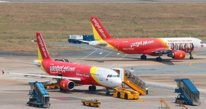 Nhiều chuyến bay không thể hạ cánh xuống Tân Sơn Nhất do mưa lớn