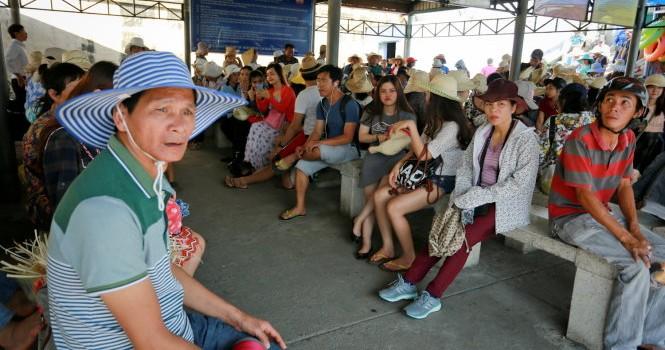 """Nha Trang """"cháy"""" vé tàu xe, đón hàng ngàn lượt khách"""
