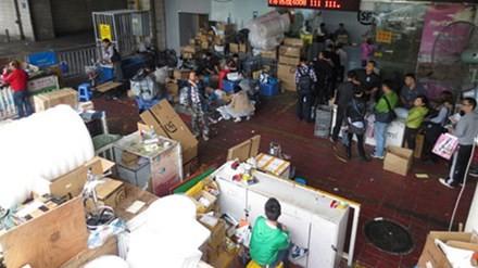 Hàng nhái, hàng giả vào Việt Nam: Muốn hàng gì, cần là có!