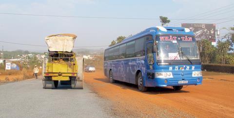 500km có 10 trạm thu phí: Khó khăn đổ đầu người dân