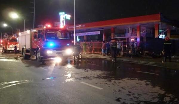 TP.HCM: Cháy ki-ốt gần cây xăng cả khu phố náo loạn