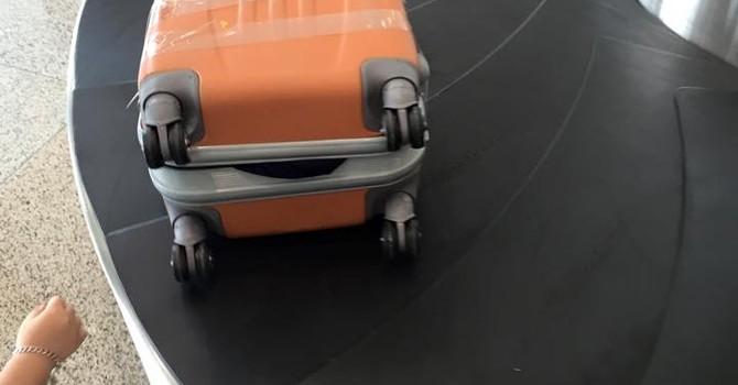 Hành khách VietJet tố vali bị bẻ khóa, mất đồ