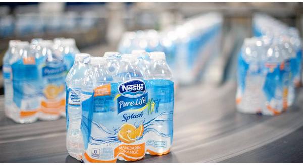 Nestlé và cuộc đua bán nước đóng chai tại Mỹ