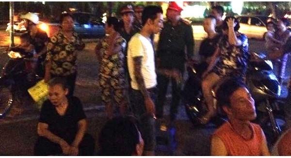Hàng chục người bao vây, đòi quán Cộng cà phê trên đường Lê Văn Lương đóng cửa