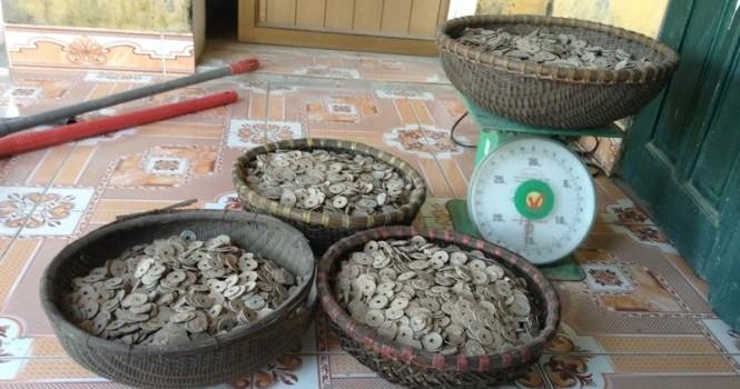 Hà Nam: Phát hiện 50kg tiền cổ trong vườn nhà