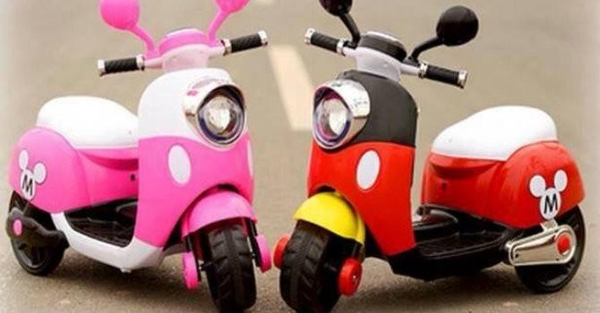 Mua quà tặng 1/6: Cẩn thận với xe điện Vespa cho trẻ em